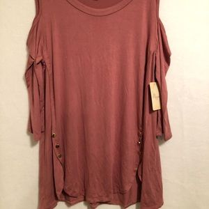 Old rose top with opened shoulders 3/4 sleeves